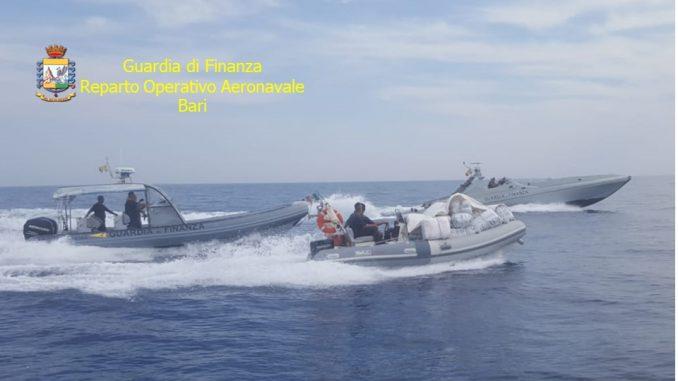 VIDEO/ Kapet lëndë narkotike me vlerë 5 milion euro në Brindizi, arrestohet shqiptari që drejtonte skafin