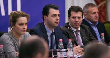 Situata polike dhe Reforma Zgjedhore, Basha mbledh aleatët në selinë blu