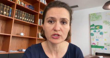 Shahini: Kthimi i maturantëve në shkollë nuk është i detyrueshëm, mbrëmjet nuk do të lejohen
