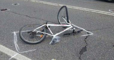 Makina përplas biçikletën, plagoset 87 vjeçari