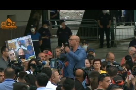 Budina akuzon kryeministrin për akt terrorist: Nëse drejtësia nuk reagon, bllokojmë truallin