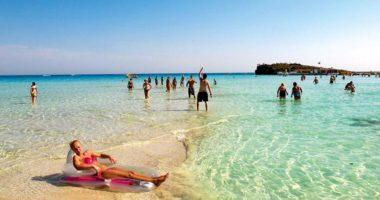 Qipro do të mbulojë shpenzimet e turistëve që infektohen me COVID-19 gjatë pushimeve