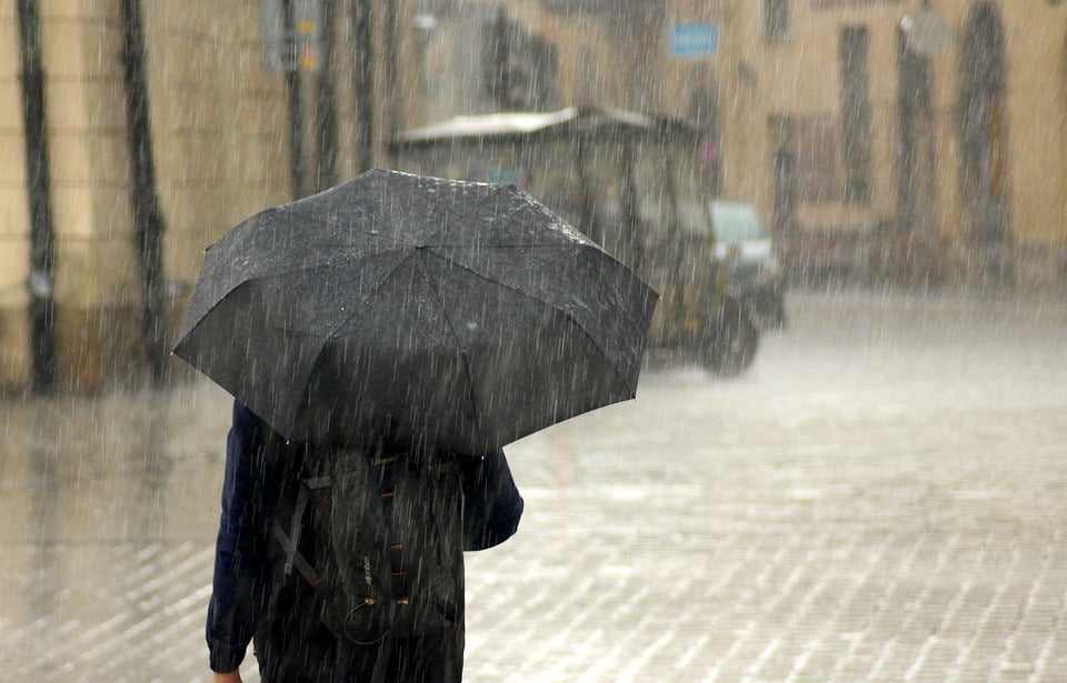 Reshje shiu në disa zona, parashikimi i motit për sot