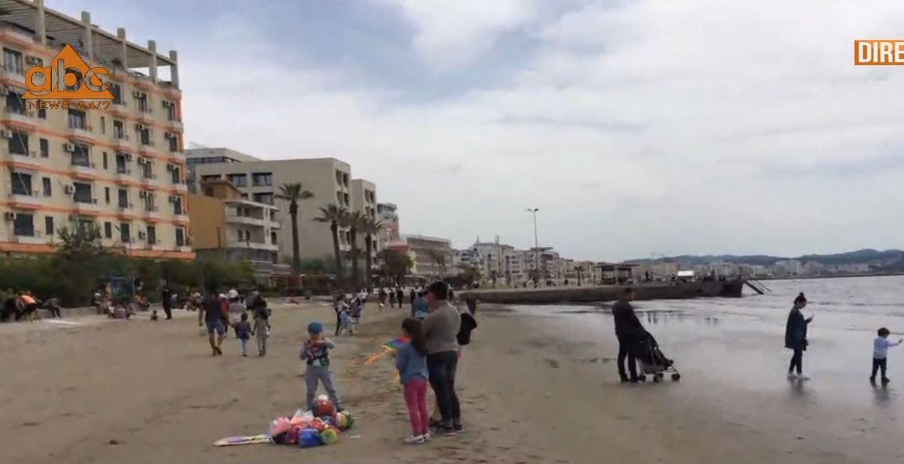 Bregdeti kthehet në pedonale, durrsakët shfrytëzojnë orarin e lëvizjes