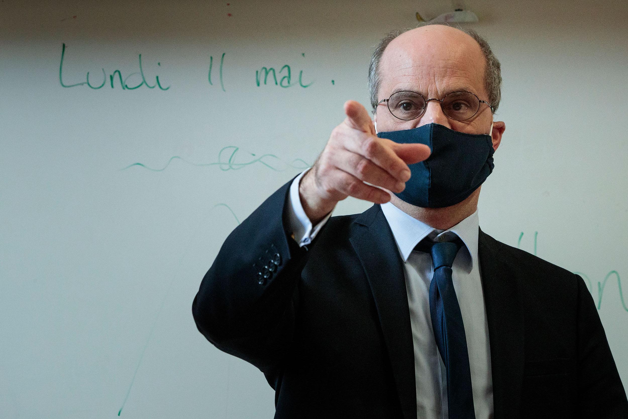 Rrikthehen rastet me koronavirus, Franca mbyll 70 shkolla