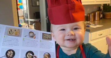 VIDEO/ Kuzhinieri vetëm 1 vjeç që i ka bërë të gjithë të dashurohen pas tij