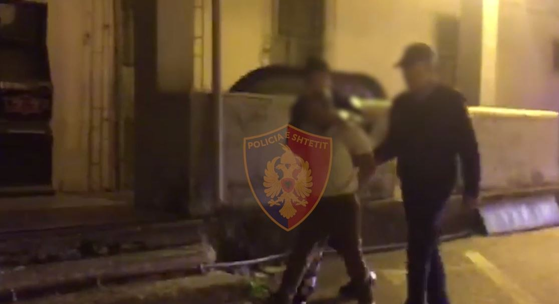 EMRI/ Pas sherrit me gruan kanos policinë me armë, arrestohet 52-vjeçari në Shkodër