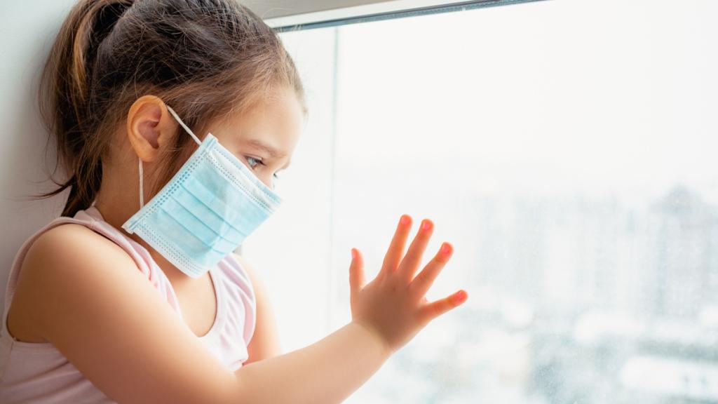 Studimi: Simptomat e koronavirusit tek fëmijët nuk fillojnë gjithmonë me kollë