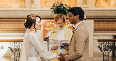 Koronavirusi u anuloi dasmën, infermierja dhe mjeku martohen në spital