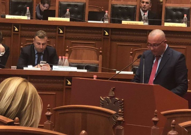 """Deputeti i përjashtuar nga PS në protestën për Teatrin: Fillimi i fundit për shokun """"Zylo"""""""