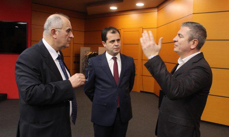 Sot nuk ulen përballë Gjiknurit, por PD s'do ta bojkotojë Tryezën e Reformës