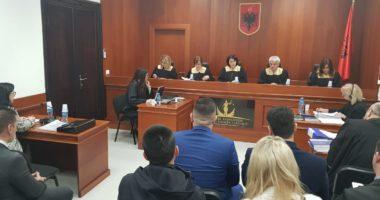 Qeveria rihap gjykatat: Sallat pa publik, të pranishëm vetëm palët e avokatët