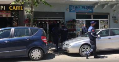 Grabitje në Fier, tre persona hyjnë në dyqan dhe marrin paratë