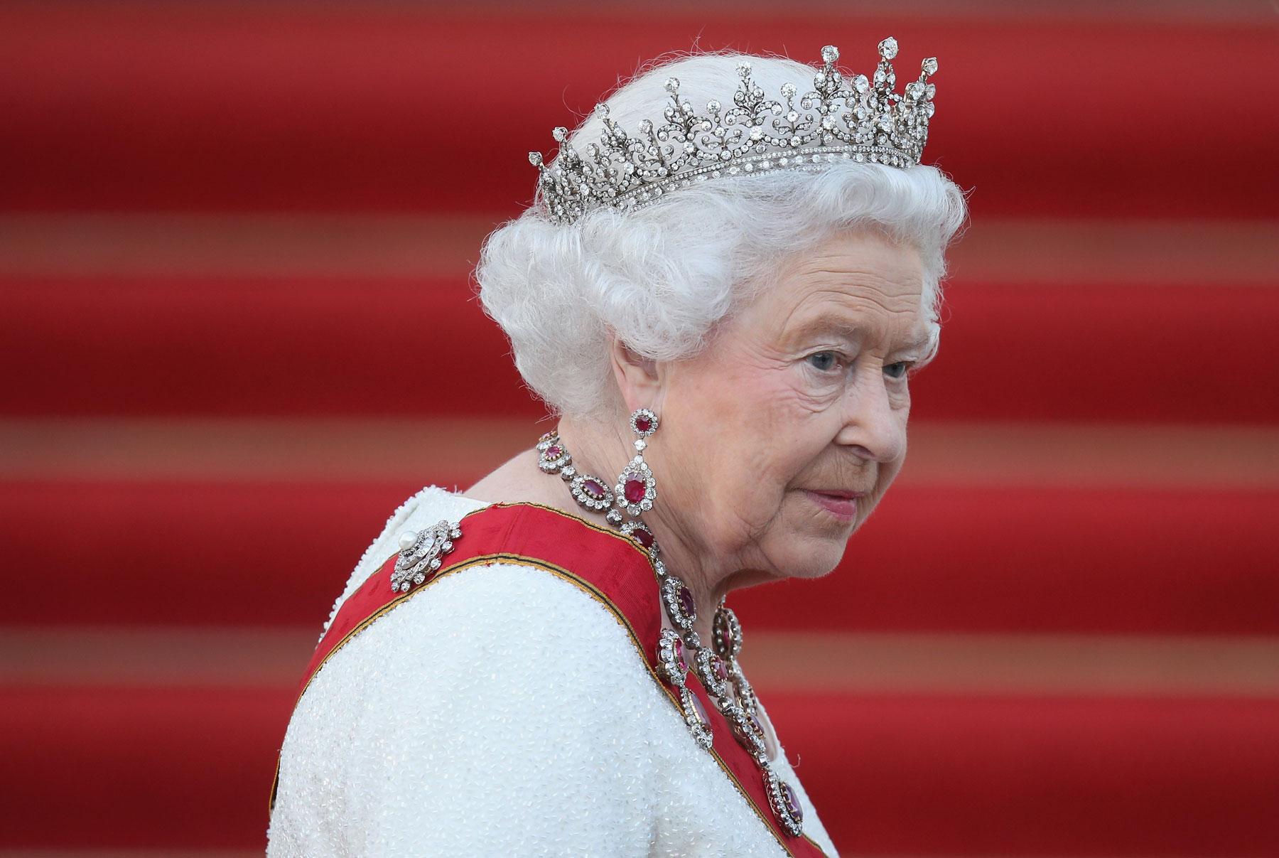 A do ta shohim  Mbretëreshën  Elizabeth përsëri në publik?
