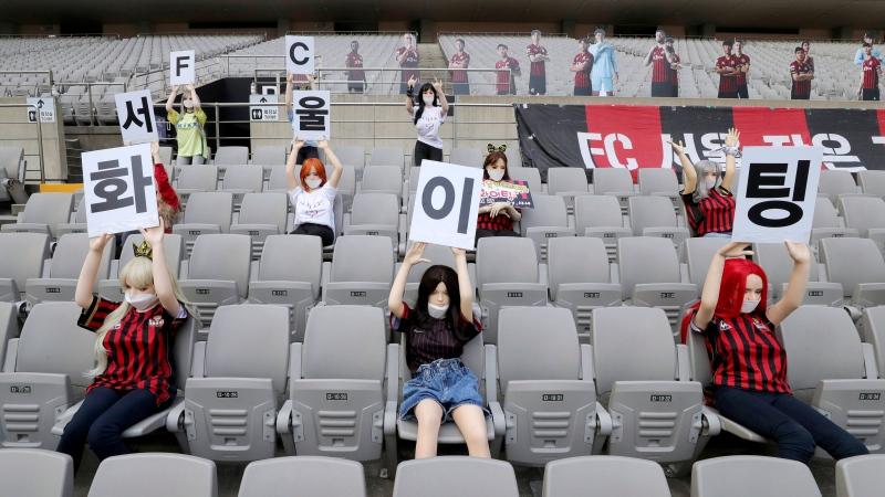 Kukulla seksi në vend të manekinëve në shkallët e stadiumit, ekipi i Seulit i kërkon falje tifozëve