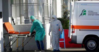 Shtohen rastet e të infektuarve në personelin mjekësor