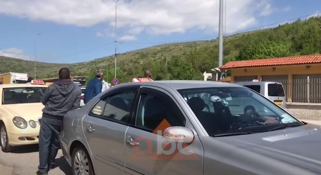Do vetëkarantinohen në banesa, shqiptarët e kthyer nga Greqia mbeten në rrugë