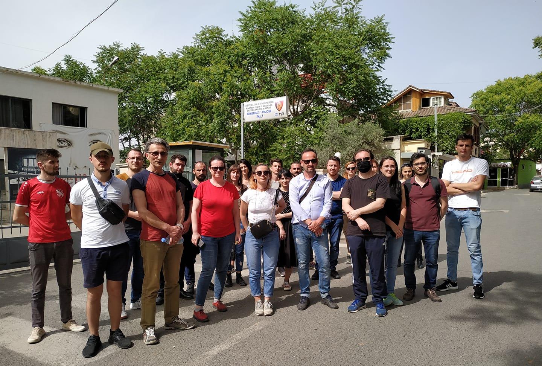 Shoqërimi i Bojken Abazit, reagon vetëvendosje në Shqipëri: Jemi përpara komisariatit nr. 1, lironi qytetarët