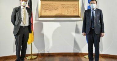 Kurti del nga izolimi, takon në zyrë ambasadorin gjerman