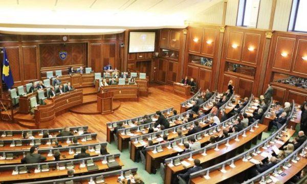Nuk mbajtën asnjë seancë gjatë majit, Shpend Ahmeti propozon që deputetët të paguhen 170 euro