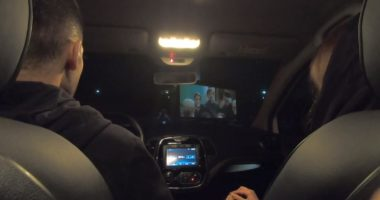 Argëtim në kohë karantine, qytetarët shikojnë filma nga kinematë lëvizëse në Iran