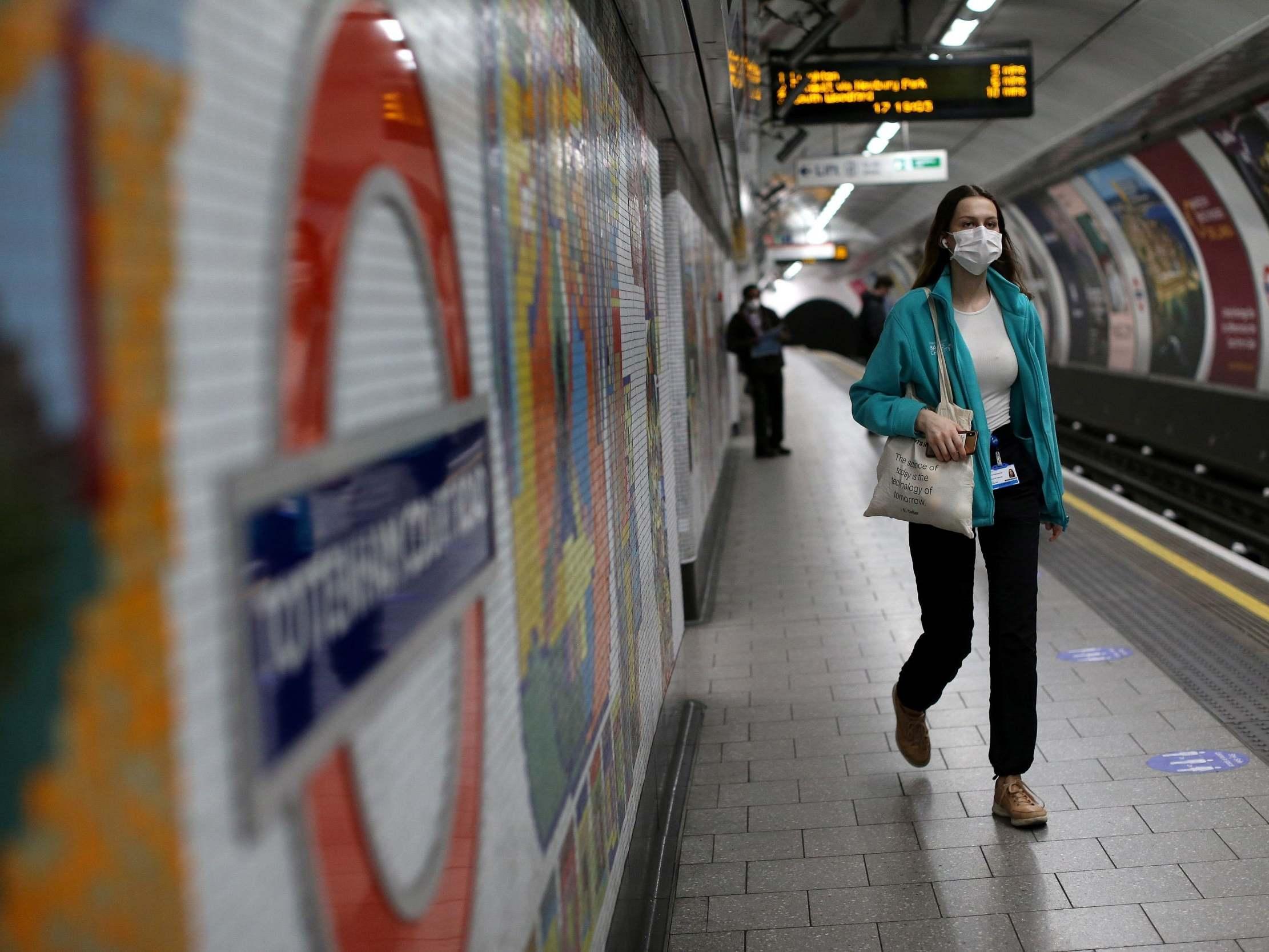 Britania nuk gjen qetësi, qindra të vdekur brenda ditës nga koronavirusi