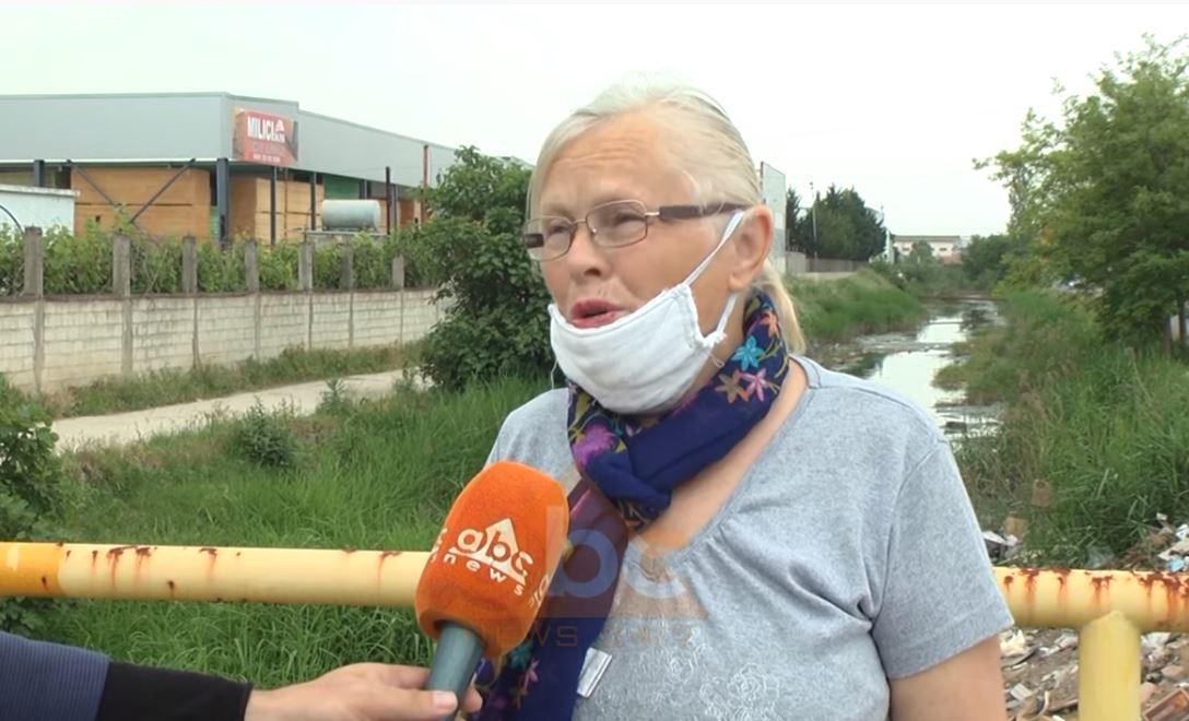 Banorët e ish Kënetës në protestë: Nuk kalohet nga era e keqe, të vjen era menjëherë në hundë