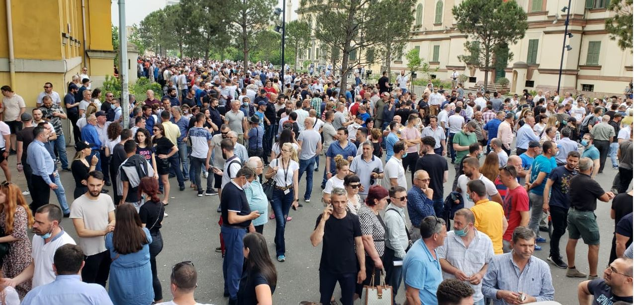 Protesta për shembjen e Teatrit, 1 000 policë, RENEA dhe anti-terrori në gatishmëri
