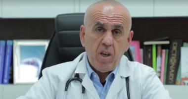 """Surprizë për mjekun, bashkia e Skraparit shpall """"Qytetar Nderi"""" Pëllumb Piperon"""