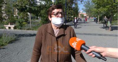 """Pensionistja: Karantina është """"me vdek"""", më mirë të na kapë virusi"""