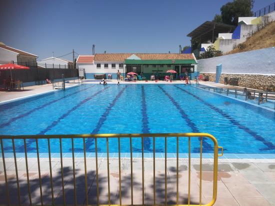 Studimi i ri italian: Uji i pishinave është i sigurtë, çfarë duhet të keni parasysh para se të laheni