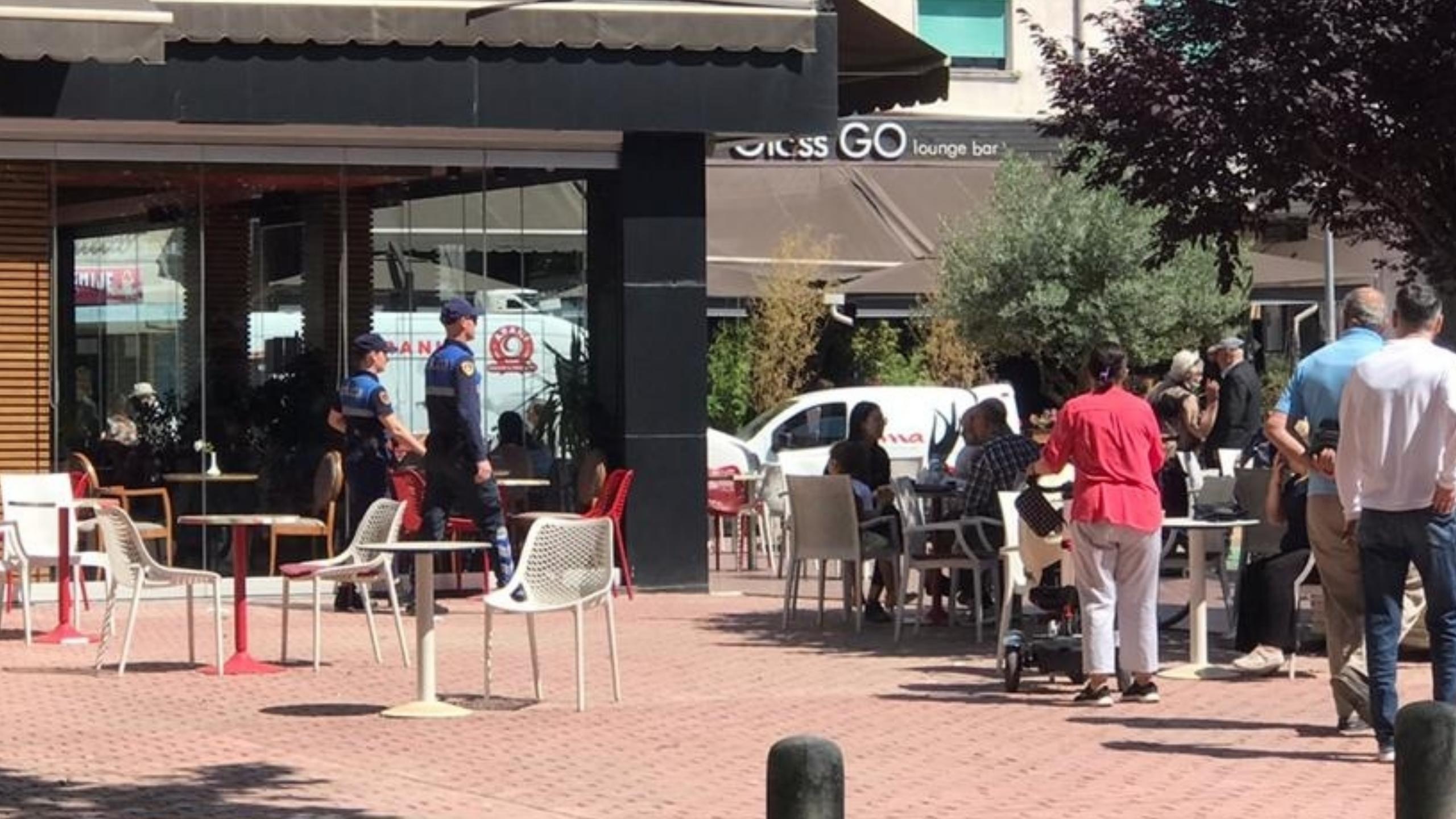 Qytetarët shkelin urdhrin dhe derdhen rrugëve, policia nis aksionin për mbylljen e lokaleve