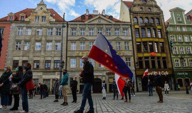 Koronavirusi, Polonia shtyn zgjedhjet presidenciale