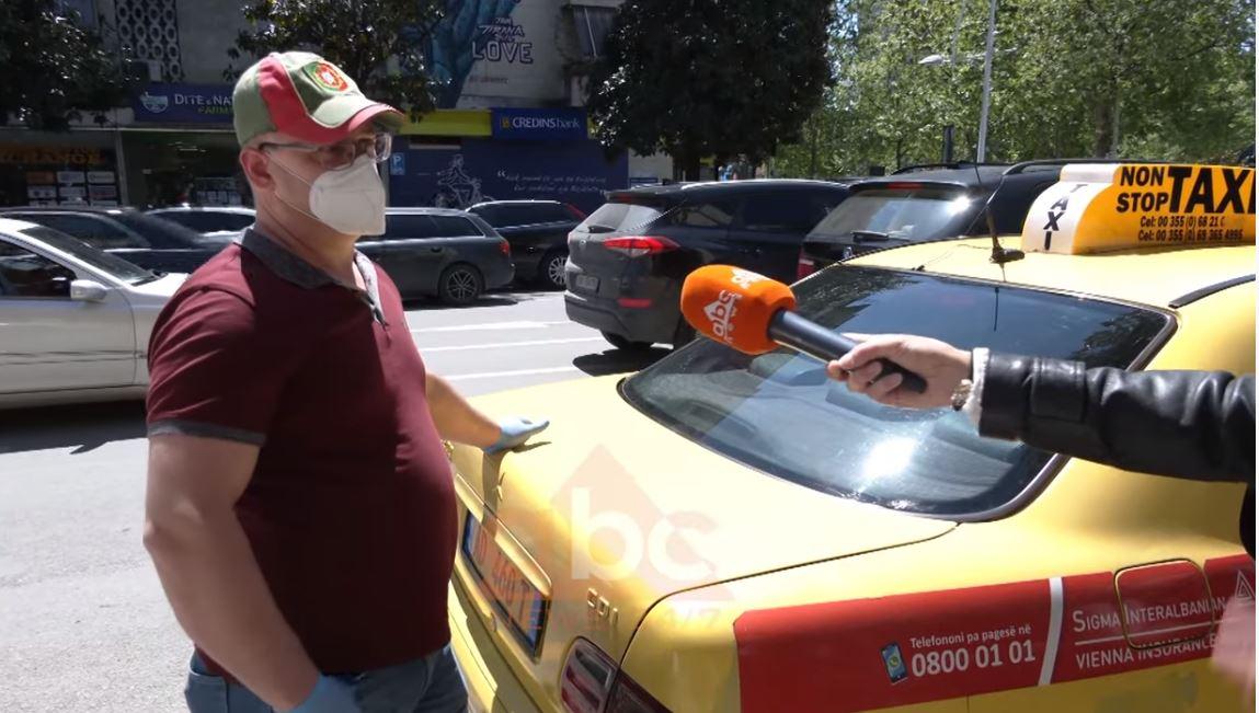 Taksistët presin me orë të tëra për një pasagjer brenda Tiranës, asnjë telefonatë nga rrethet