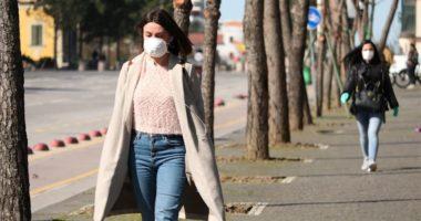Rezultojnë pozitivë me koronavirus dy mjekë në një qendër shëndetësore në Tiranë