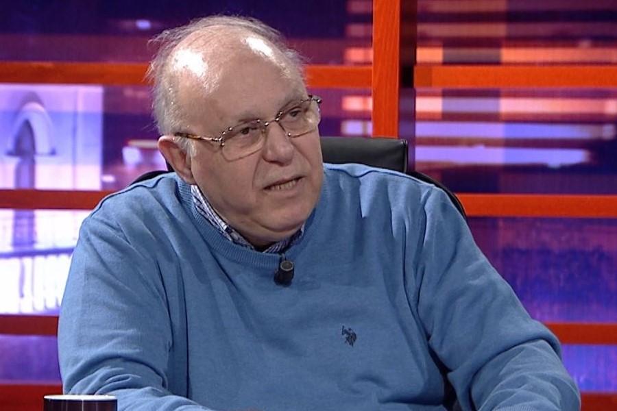 Kalo i revoltuar me politikanët: O ish-brekëgrisur me vilat në Lalëz , s'do keni vrimë ku të futeni