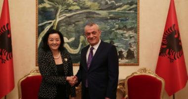 Ambasadorja Kim në kryesinë e Kuvendit, takim me kryeparlamentarin Gramoz Ruçi