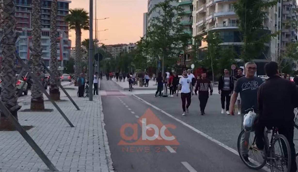 VIDEO/ Nga sot zonë e gjelbër, vlonjatët dynden në shëtitore