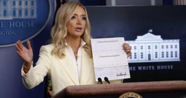 Sekretarja e Trump-it publikon aksidentalisht të dhënat bankare të presidentit