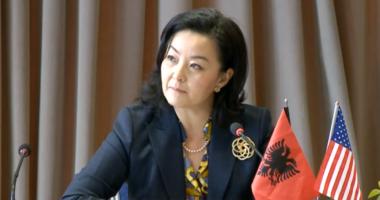 Ambasadorja amerikane Yuri Kim takim me Ramën në Kryeministri