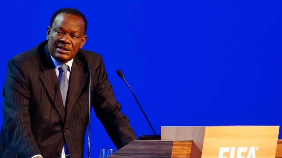 E akuzojnë për ngacmime seksuale, FIFA pezullon presidentin e një federate