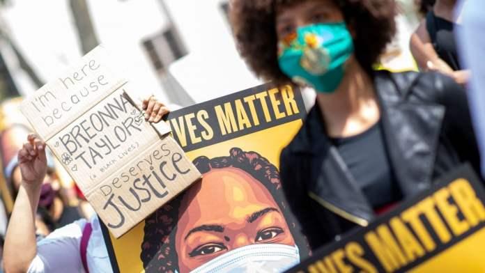 Universitetet në Kaliforni korsi për njerëzit me ngjyrë, protestojnë aziatikët