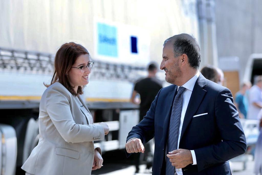 FOTOLAJM/ Manastirliu dhe Soreca përshëndetje me bërryla në kohë pandemie