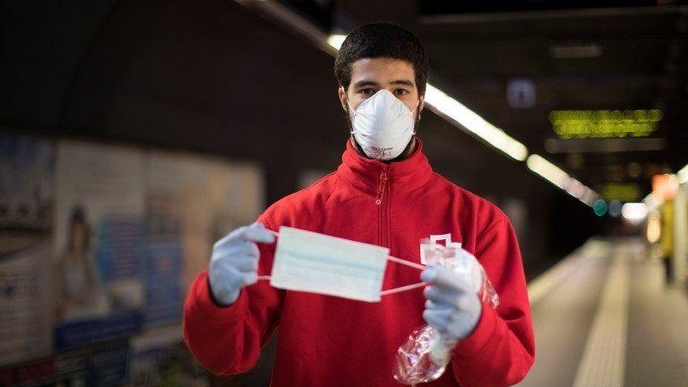 Spanja bën të detyrueshëm mbajtjen e maskës deri në fund të pandemisë, gjobë për të pabindurit