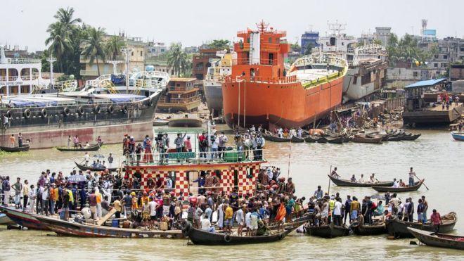 Përmbyset trageti, 32 të vdekur në Bangladesh