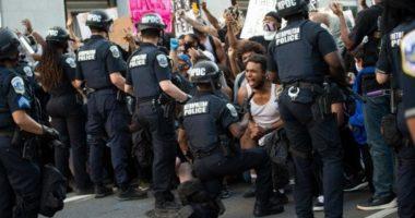 Policia i bashkohet protestuesve në SHBA, sherifi: Nuk jemi të gjithë si polici që vrau Floyd