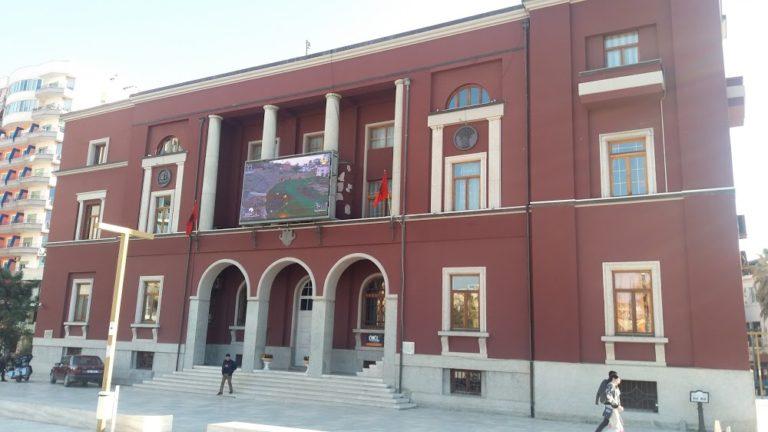 Koronavirusi i mbyll dyert Bashkisë së Durrësit, punonjësja pozitive për Covid-19