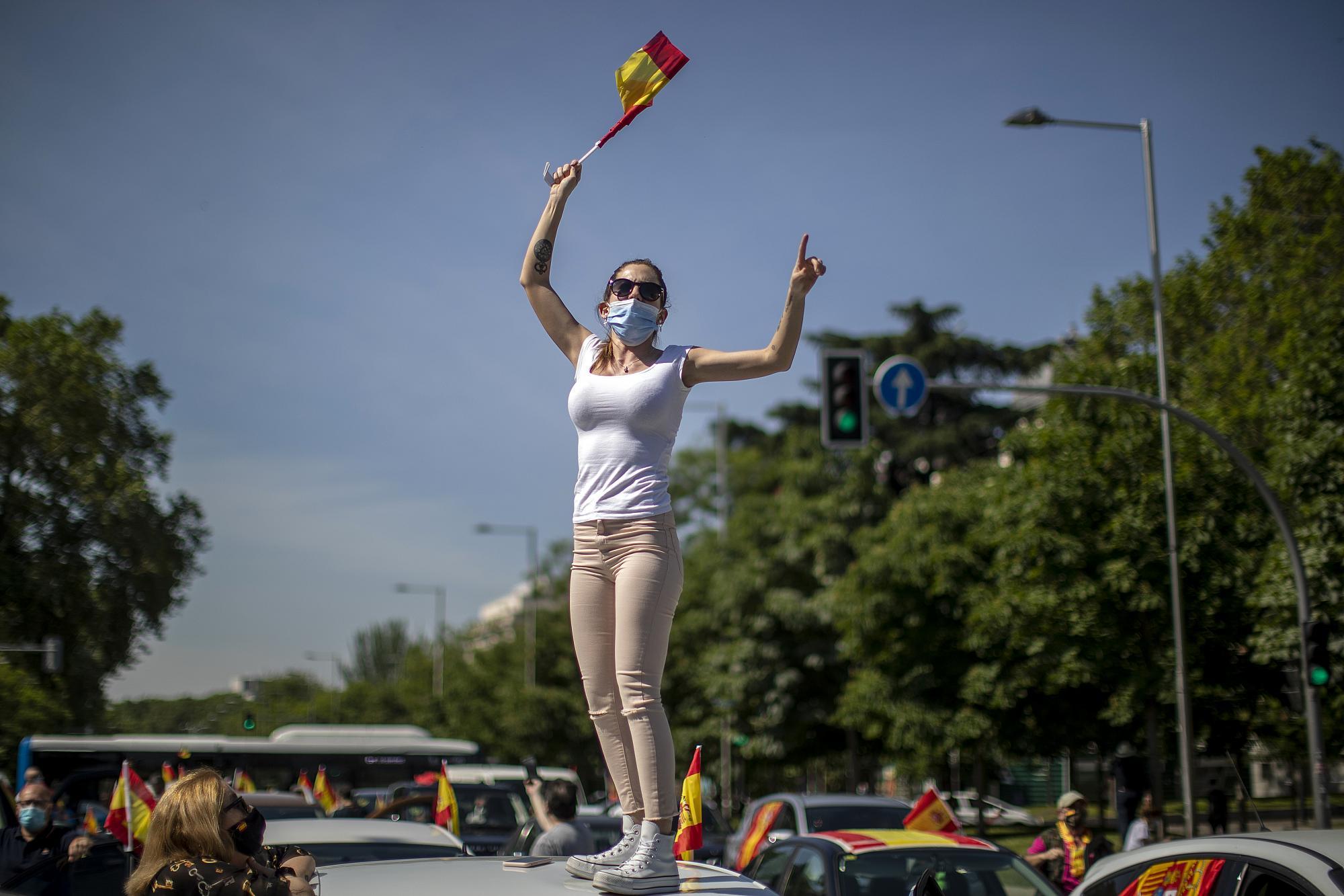 Spanja hap kufijtë, heq kufizimet për turistët e huaj