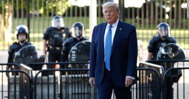 Hyri në bunker kur protestuesit rrethuan Shtëpinë e Bardhë, reagon Donald Trump