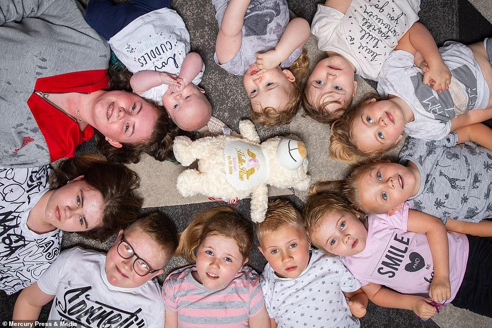 FOTO/ Nuk e kishin menduar familjen, çifti britanik tashmë ka 11 fëmijë